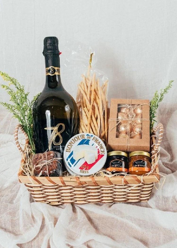 cesta de queijo e vinho