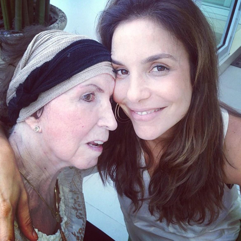 Mães de celebridades: Ivete Sangalo e sua mamãe.