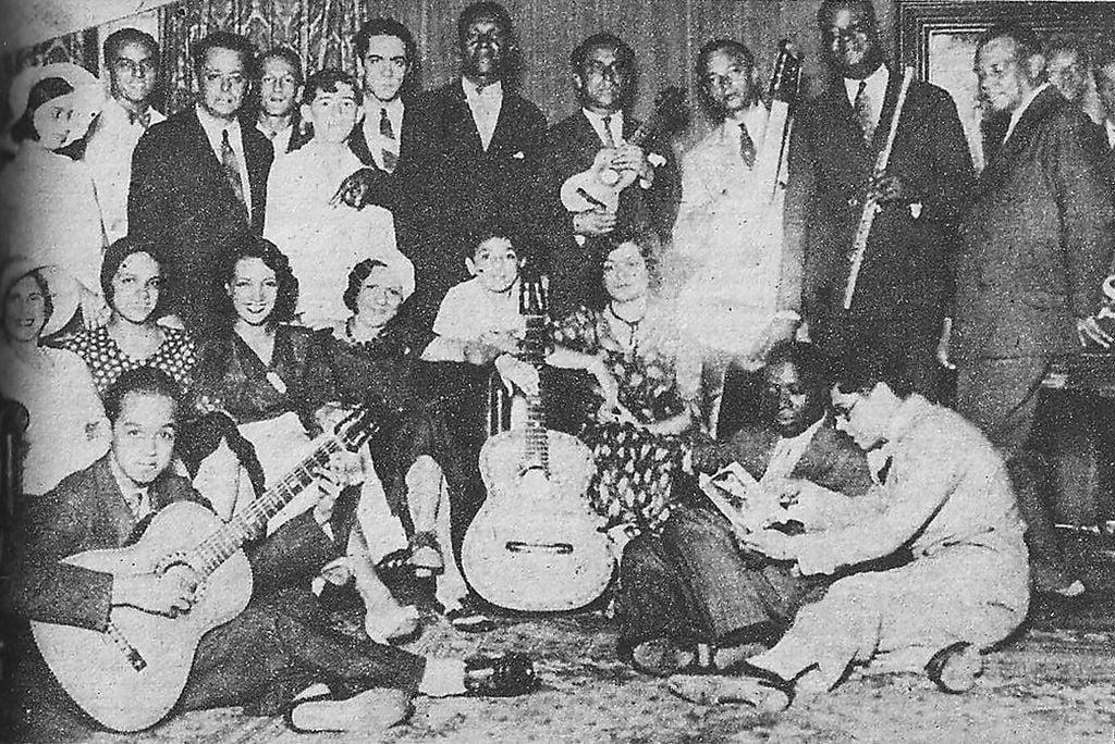 Carmen Miranda no estúdio da rádio Mayrink Veiga, em 1932.