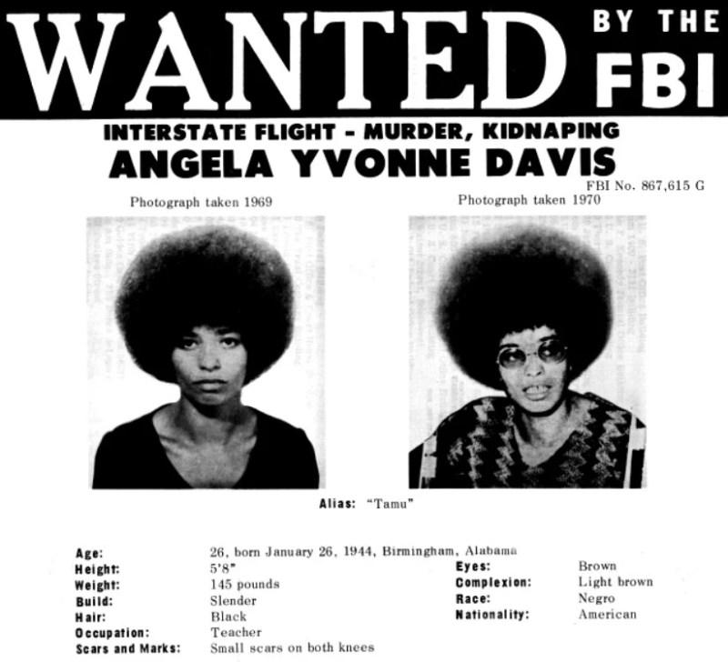 Em 1970, o diretor do FBI J. Edgar Hoover listou Angela Davis na lista dos 10 fugitivos mais procurados.