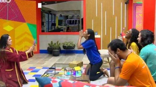 Participantes do BBB 21 recebem notícias sobre vacinas e se emocionam (imagem: reprodução/ Globo)