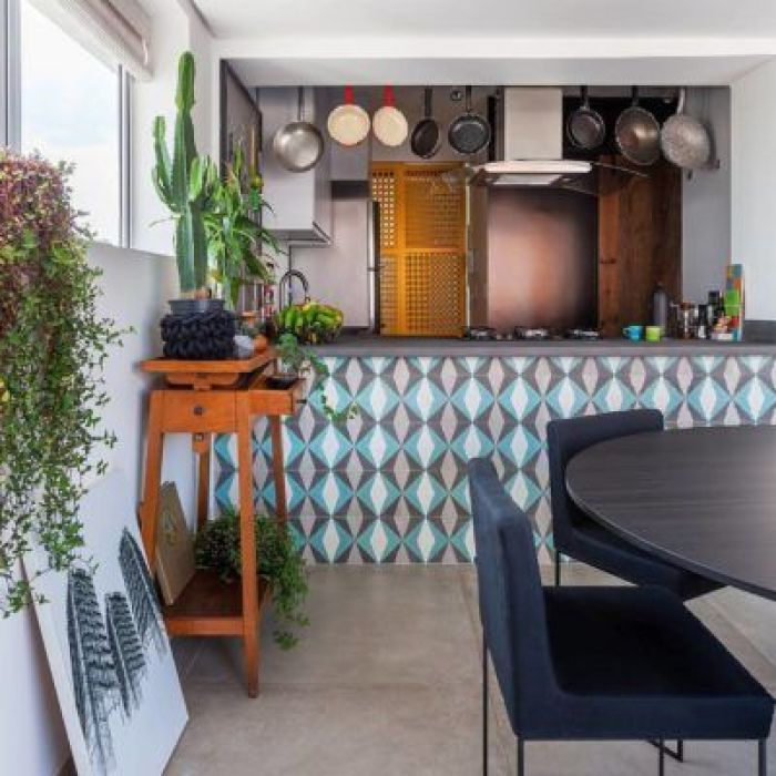 Cozinha e sala de jantar.