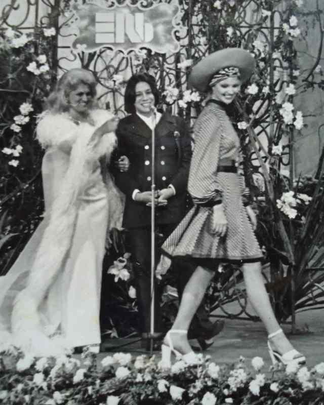 Clodovil com Elke Maravilha no programa da Hebe Camargo.