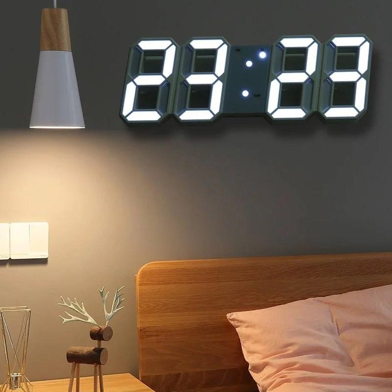 Relógio de parede digital.