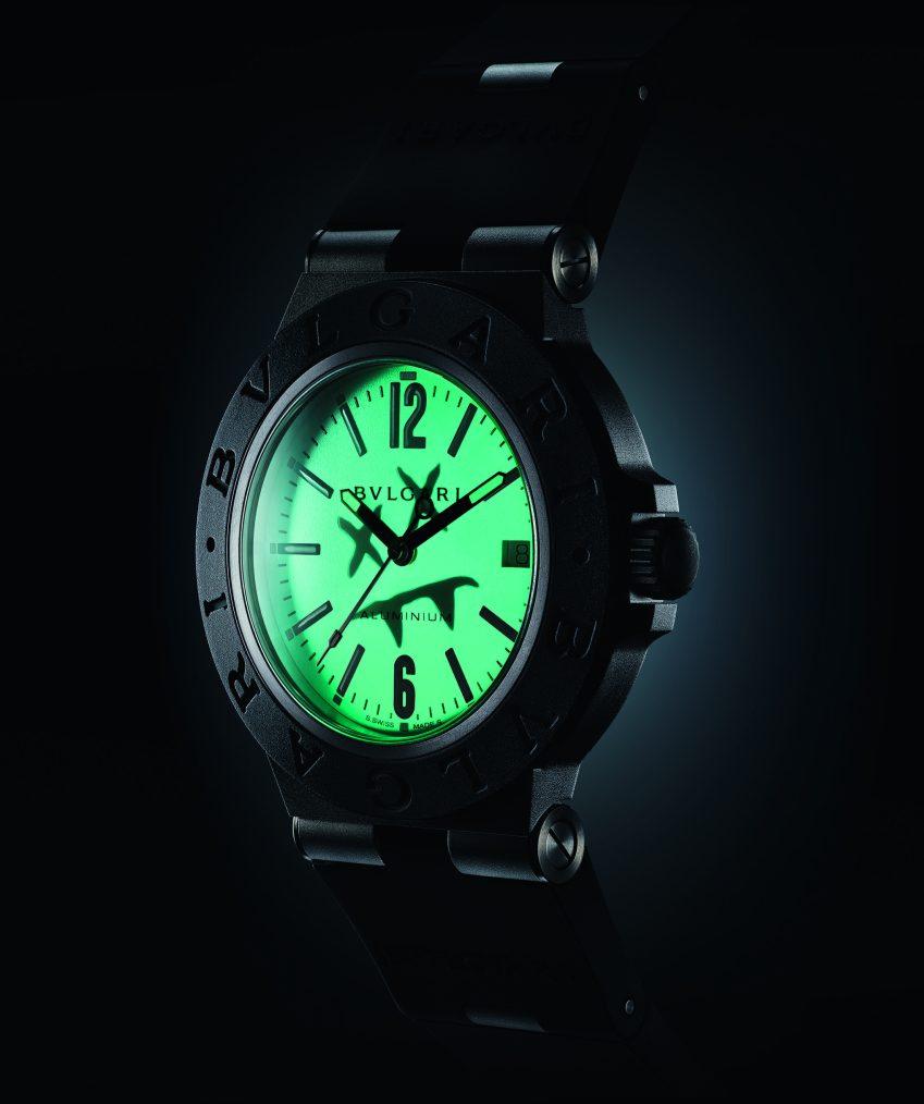 Relógio aceso.