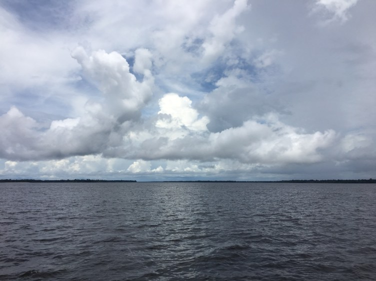 Imagem do rio Amazonas e os vapores que irão se transformar nos rios voadores