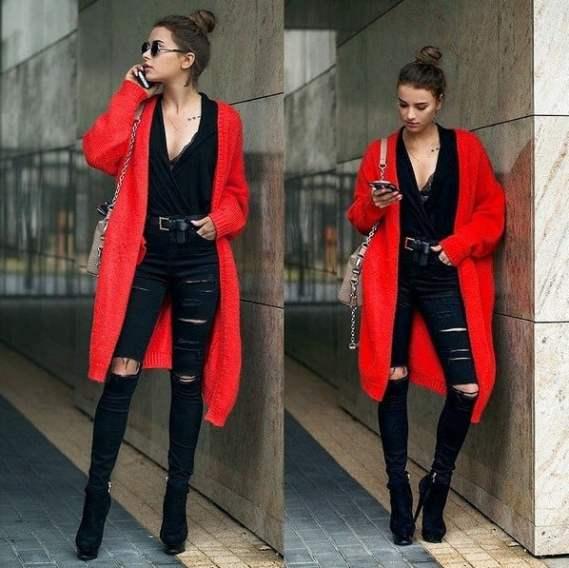 Look com em preto com cardigam vermelho por cima