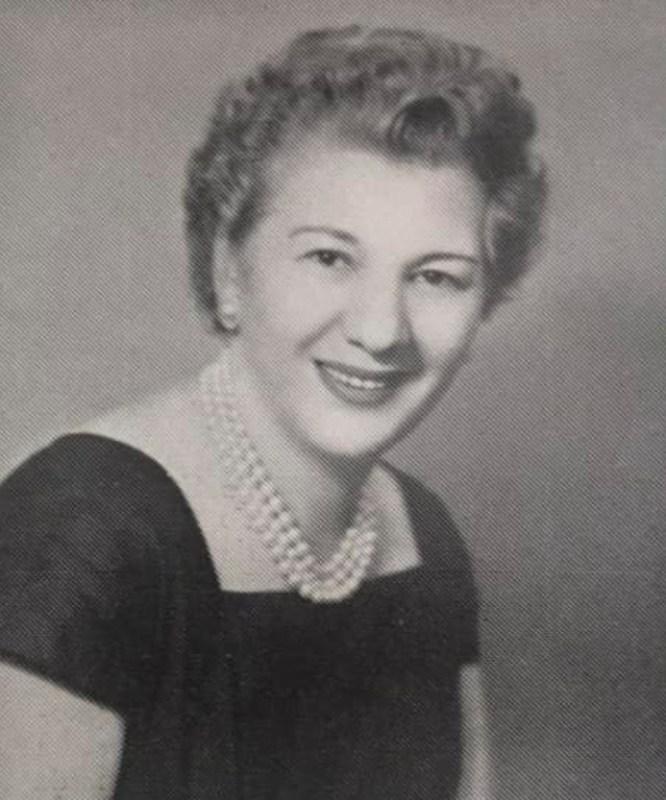 Madame Rosita em uma matéria na revista Rio Magazin, em 1961.