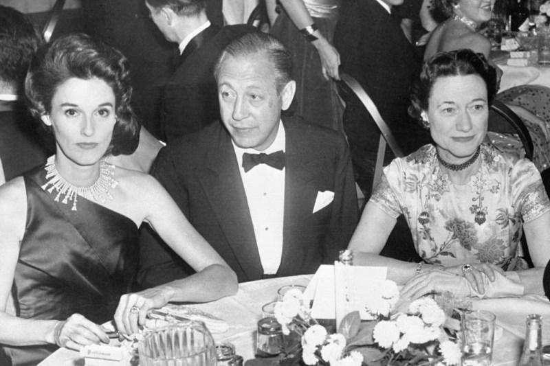 Babe Paley com seu marido e Wallis Simpson, a Duquesa de Windsor, 1955.