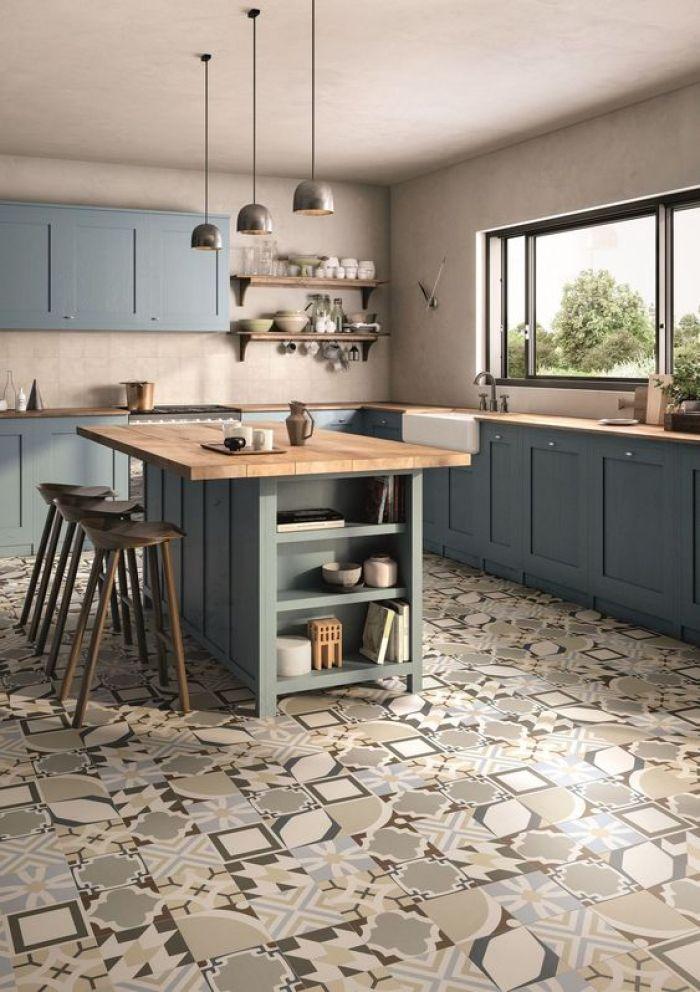 Chão com azulejo.