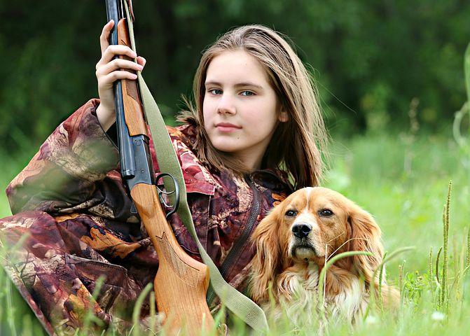 cachorro com arma