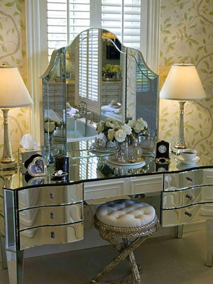 Móveis espelhados. vintage.