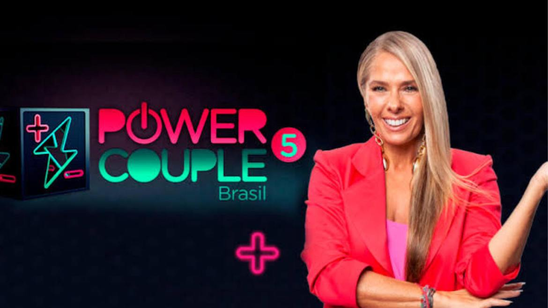 Adriane Galisteu comanda a quinta temporada do Power Couple Brasil (imagem: divulgação)