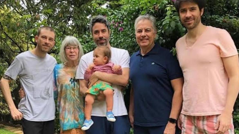 Rita Lee ao lado dos filhos, marido e neto (imagem divulgação)