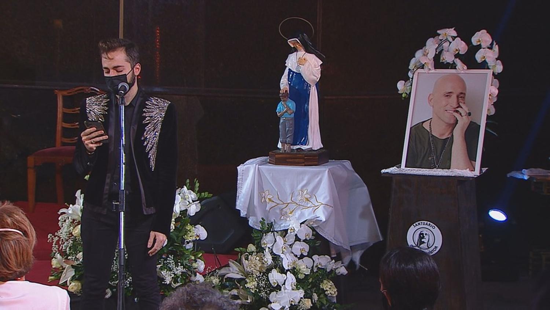 Thales Bretas faz homenagem a Paulo Gustavo em missa de 7º dia.
