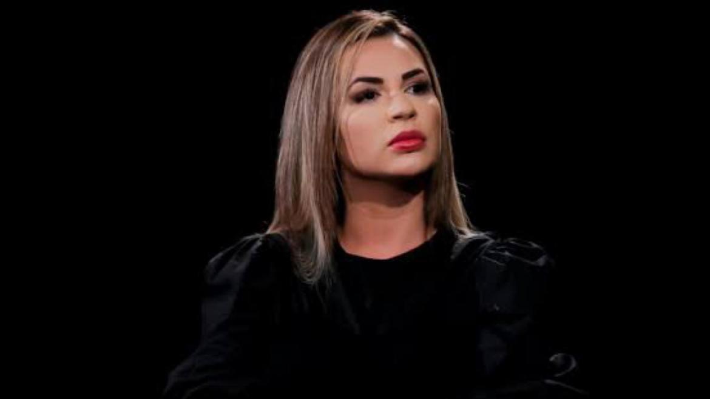 Deolane Bezerra, viúva de Mc Kevin, vai à delegacia (imagem: reprodução SBT)