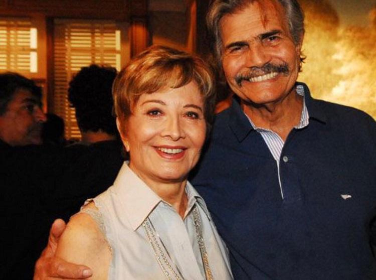 Glória Menezes e Tarcísio Meira lado a lado, sorridentes
