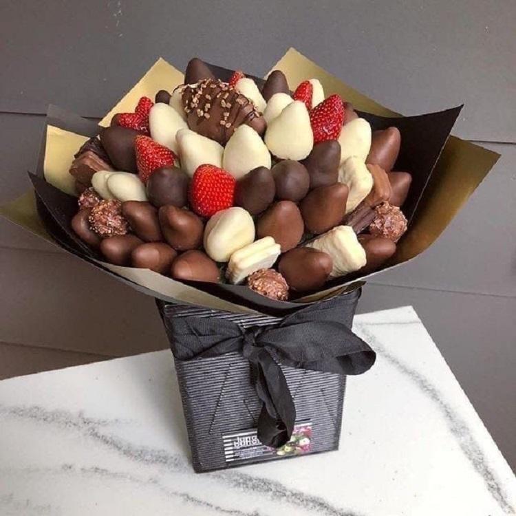 buquê de morangos cobertos com chocolate