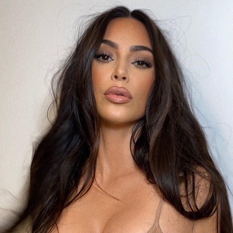 Foto do rosto de Kim Kardashian.