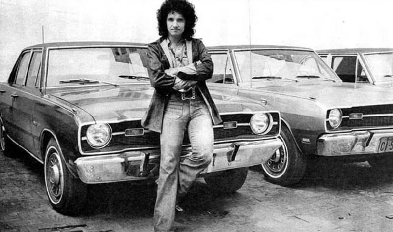 Roberto Carlos vestindo jeans nos anos 60.
