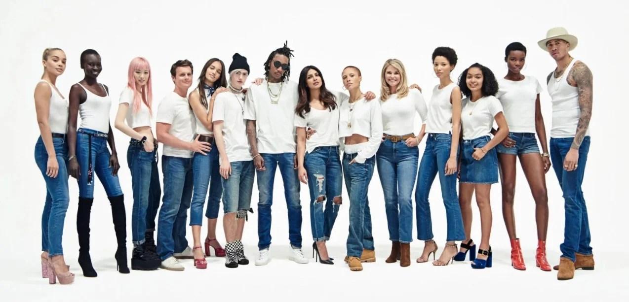 Foto de Yara Shahidi, Priyanka Chopra, Wiz Khalifa e outros modelos vestindo calças jeans em uma campanha da GAP de 2017 sobre celebrar a diversidade.