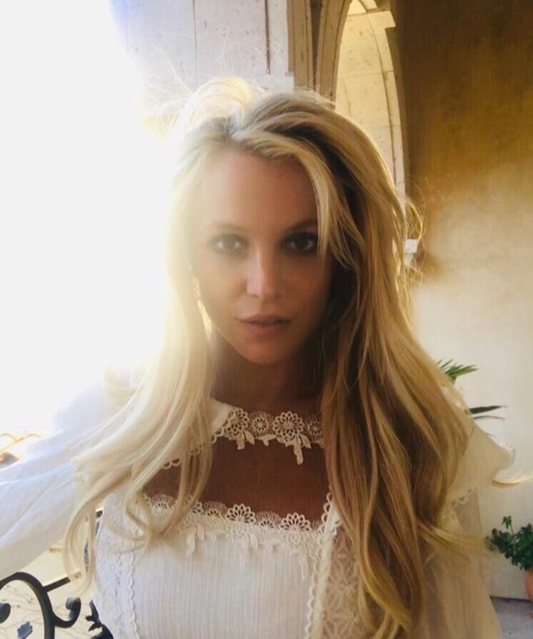 Foto de Britney Spears em sua mansão.