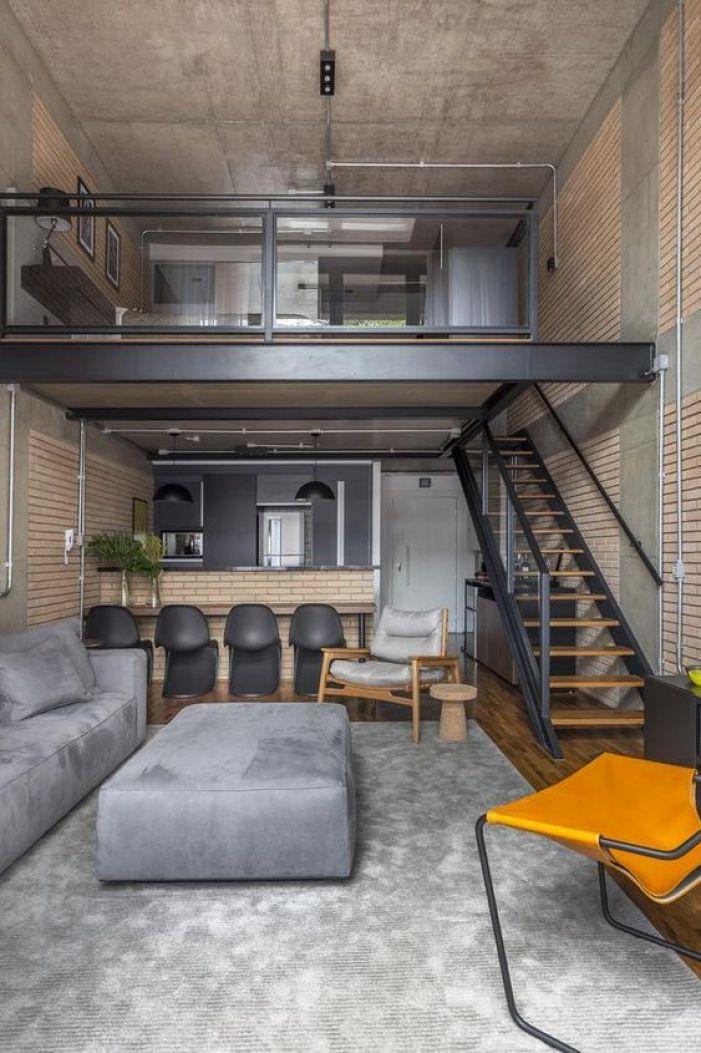 Casa loft simples com tijolos à vista.