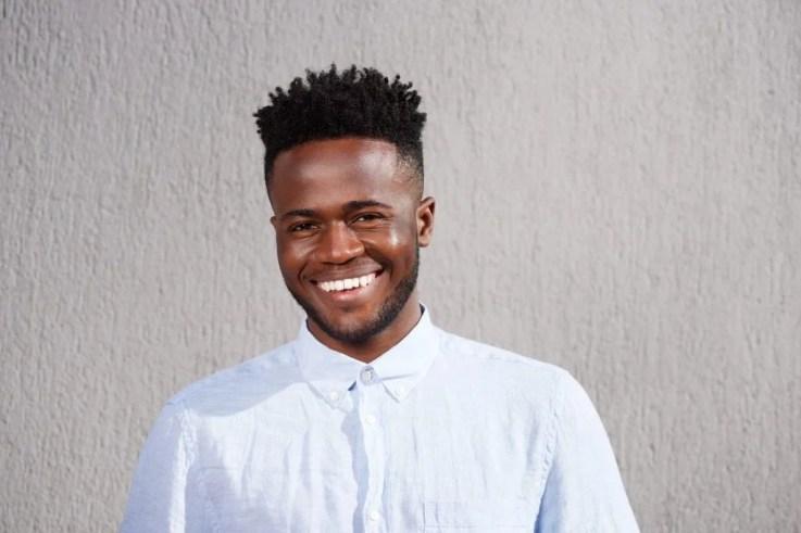 Corte de cabelo afro masculino