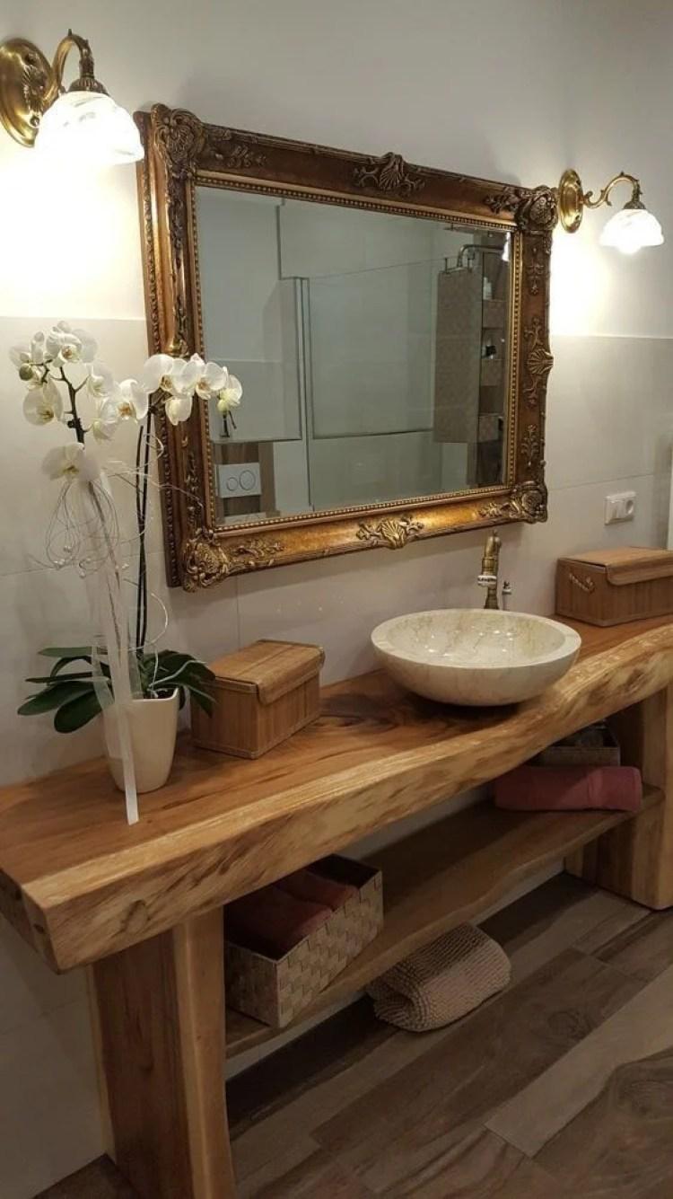 Banheiro com cuba esculpida.
