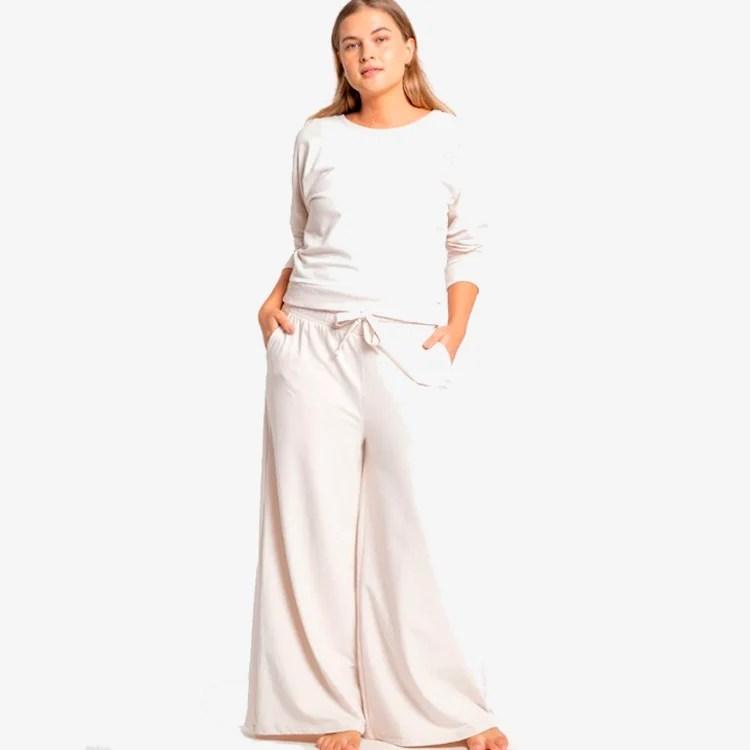 Look com blusa branca e calça branca: conforto