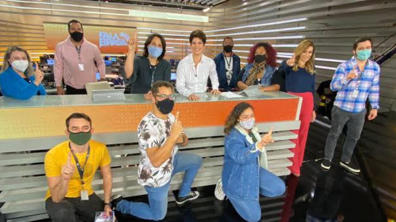 Equipe de jornalismo da Record TV comemora a liderança na audiência. A cobertura da morte de Lázaro fez a emissora disparar (imagem: rede sociais)