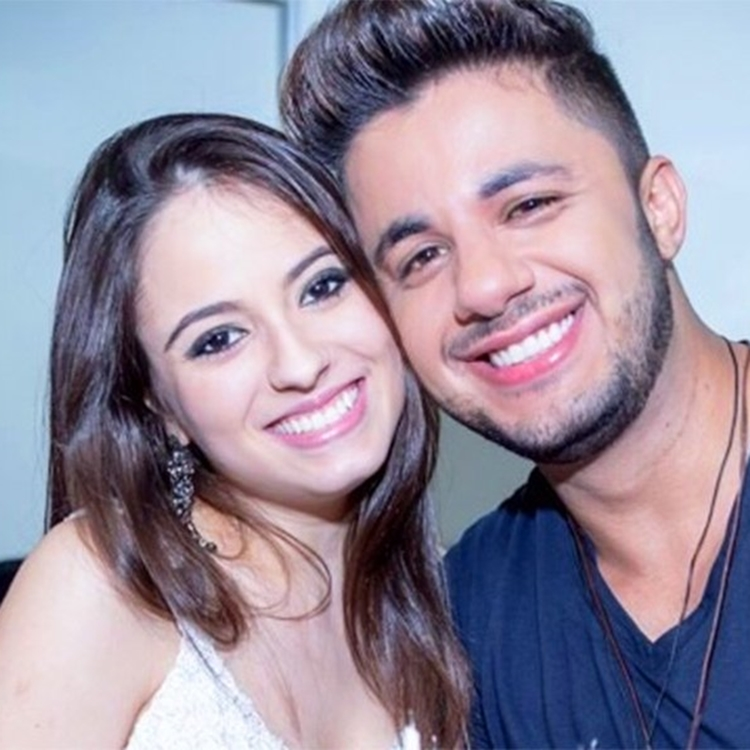 Cristiano Araújo e sua namorada, Allana Coelho Pinto de Moraes.
