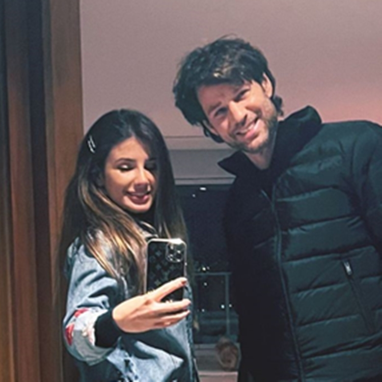 Foto de Paula Fernandes e seu namorado Rony Cecconelo.