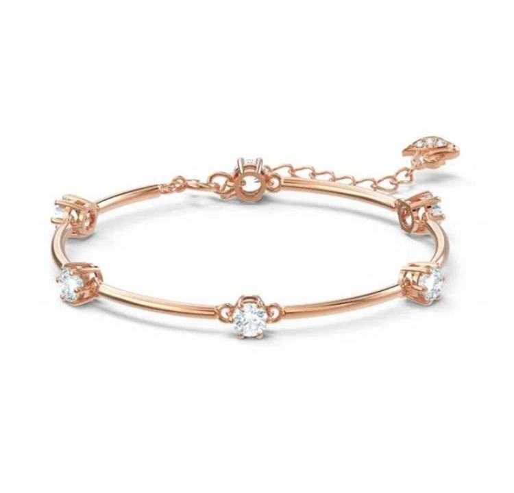 Bracelete dourada com decoração de cristais brancos.