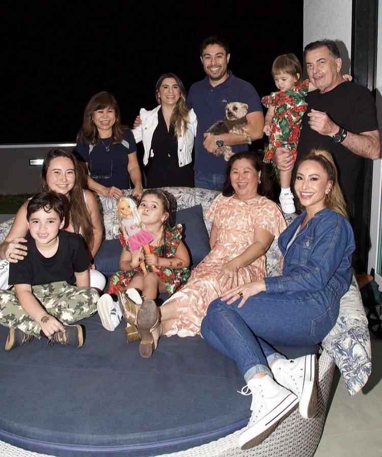 Foto da Sabrina Sato com a família