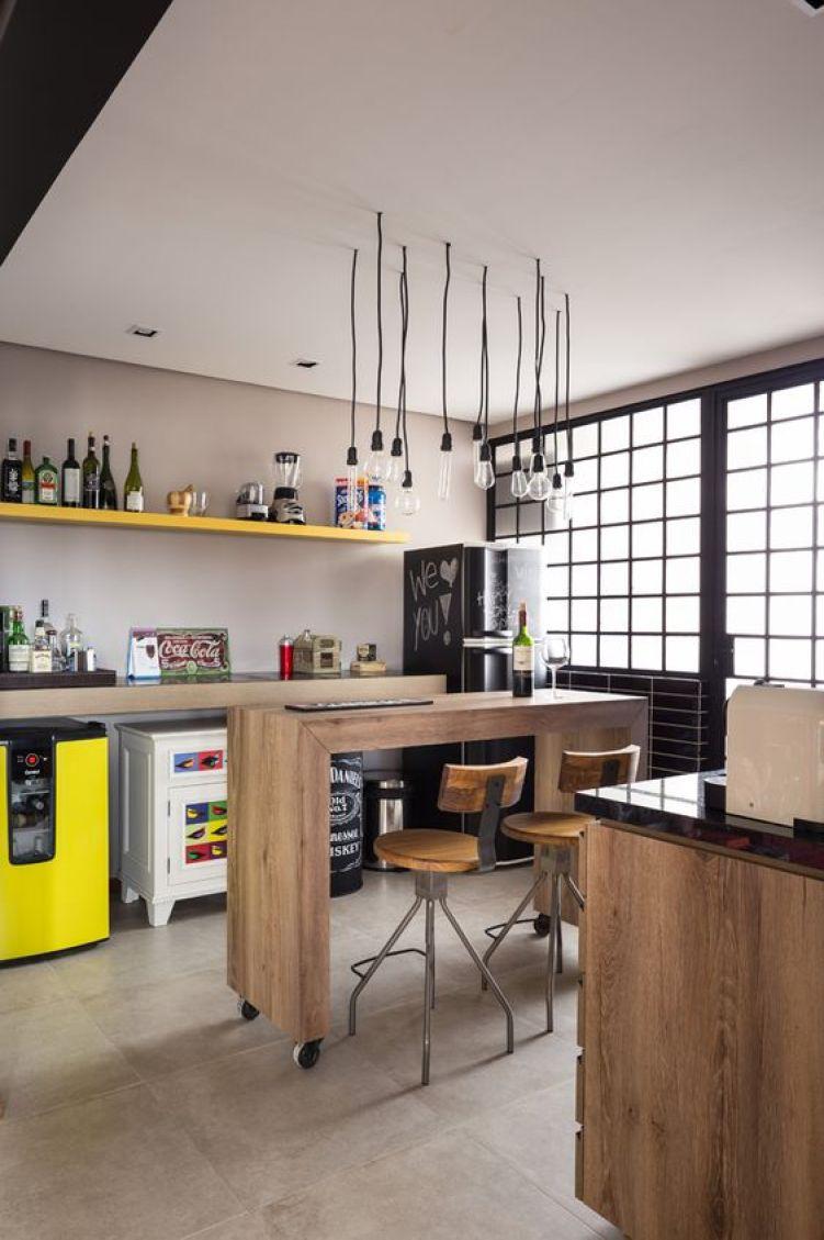 Cozinha com bar.