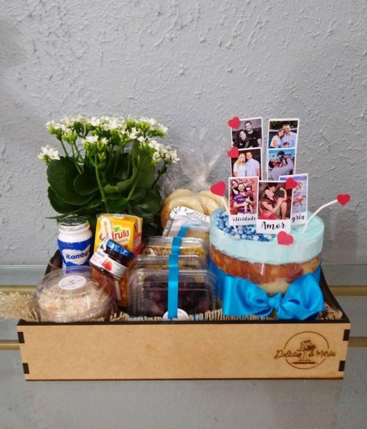 Aqui Bandeja café da manhã personalizada com fotos para o dia dos pais.