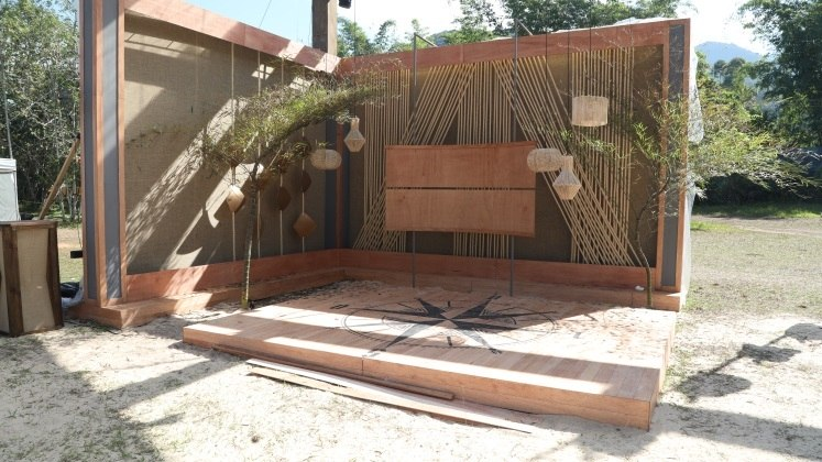 Deck de apresentação do Ilha Record.