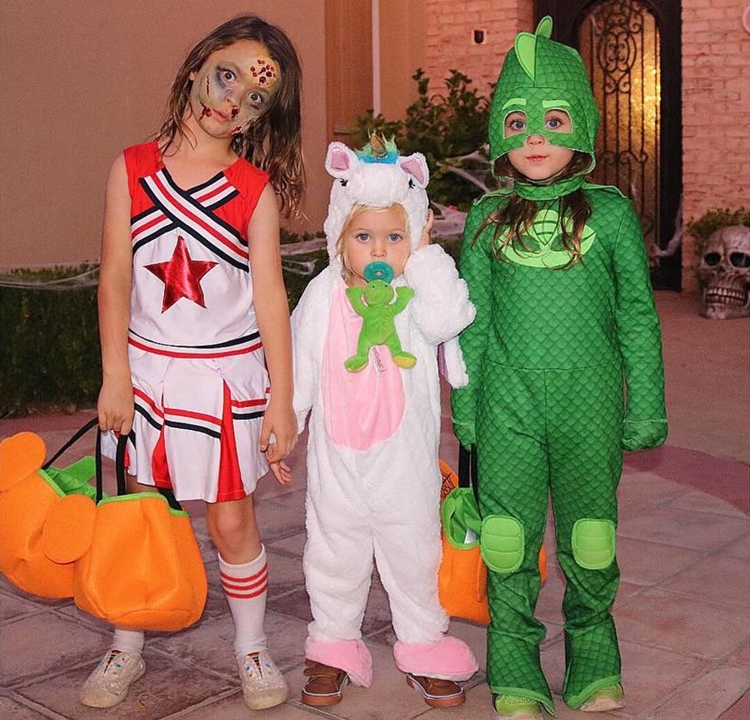 Foto dos filhos de Megan Fox.