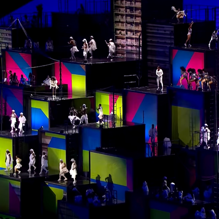 Foto do cenário da abertura das Olimpíadas do Rio 2016.