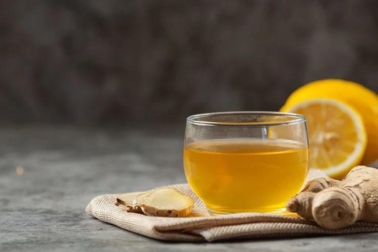 Foto de chá de açafrão com gengibre e laranja