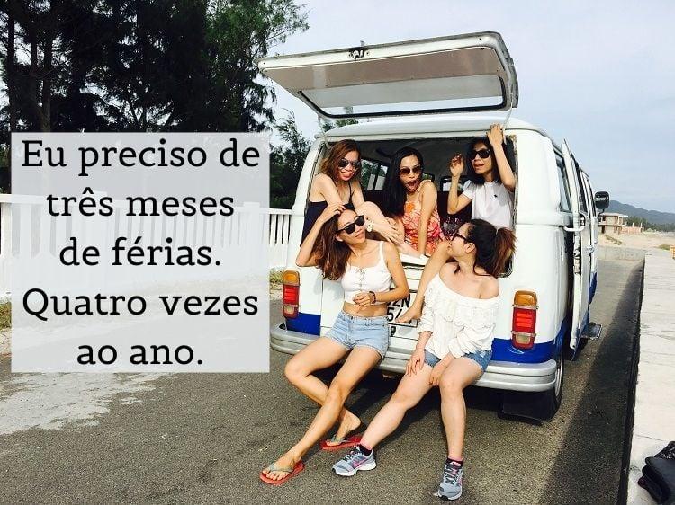 foto de amigas em uma van com mensagem de viagem