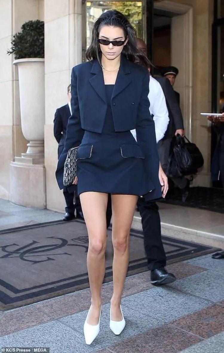 blazer cropped com vestido