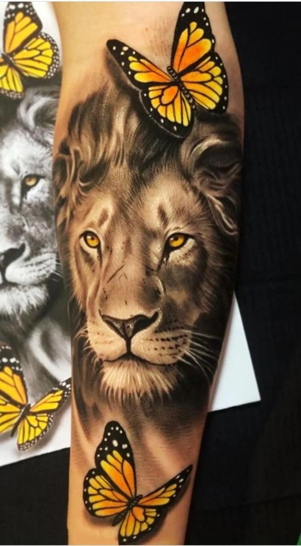 tatuagem feminina no braço/ leões e flores borboletas
