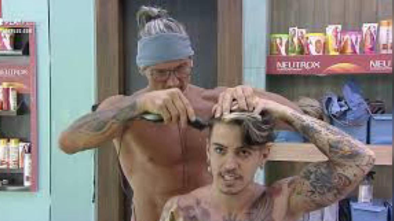 Os peões de devem se virar sozinho com questões de corte de cabelo, por exemplo. Fonte: Reprodução