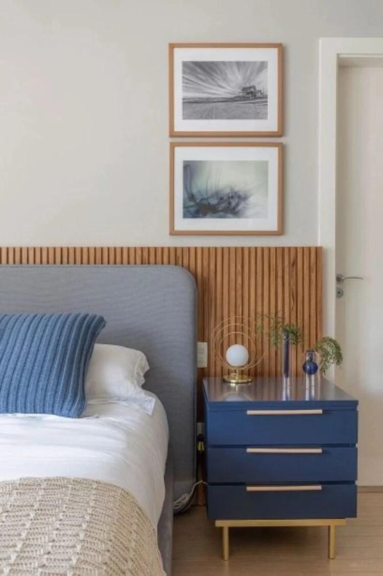 Azul na decoração do quarto.