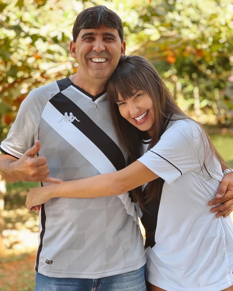 Foto da Thaís Braz e seu pai.