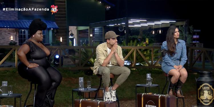 Jojo Todynho, Lucas Selfie e Raissa Barbosa esperam anúncio de eliminação em roça da A Fazenda 12.