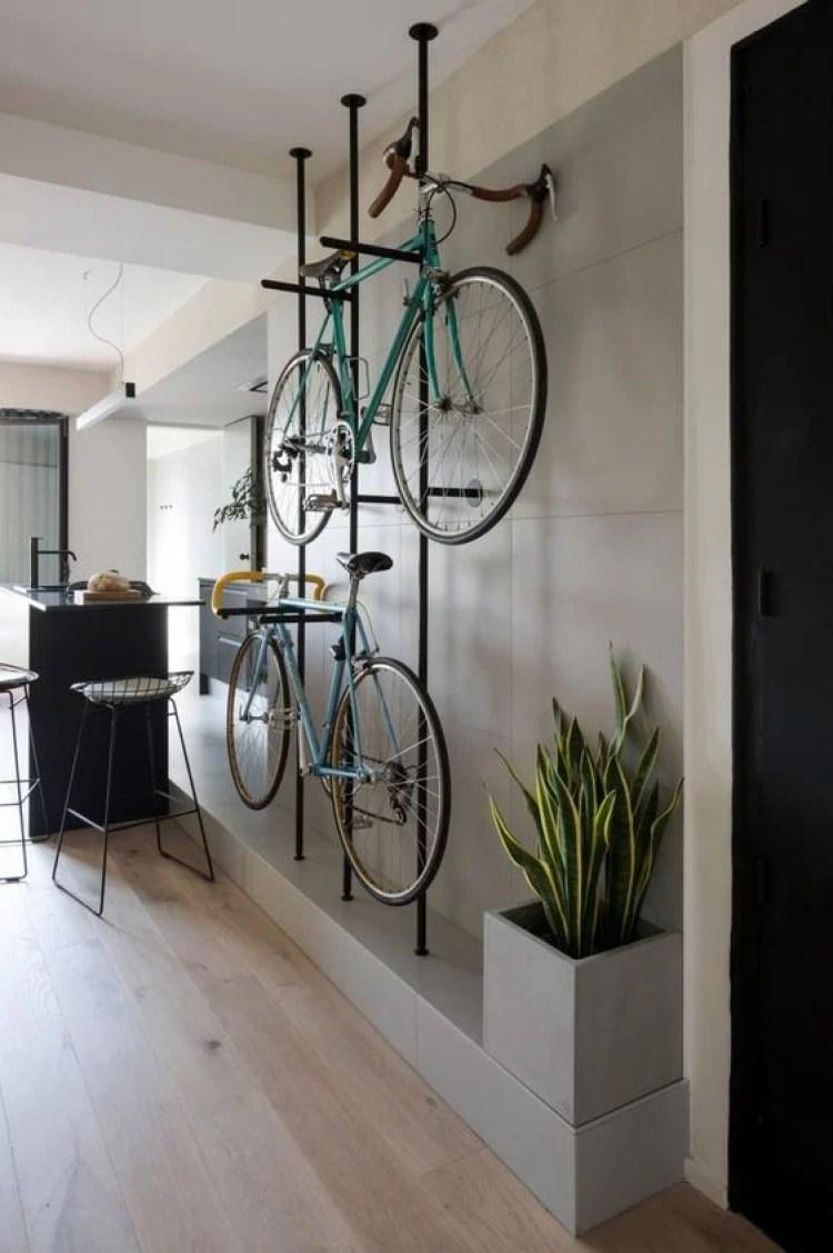 Esporte na decoração com biciletas.