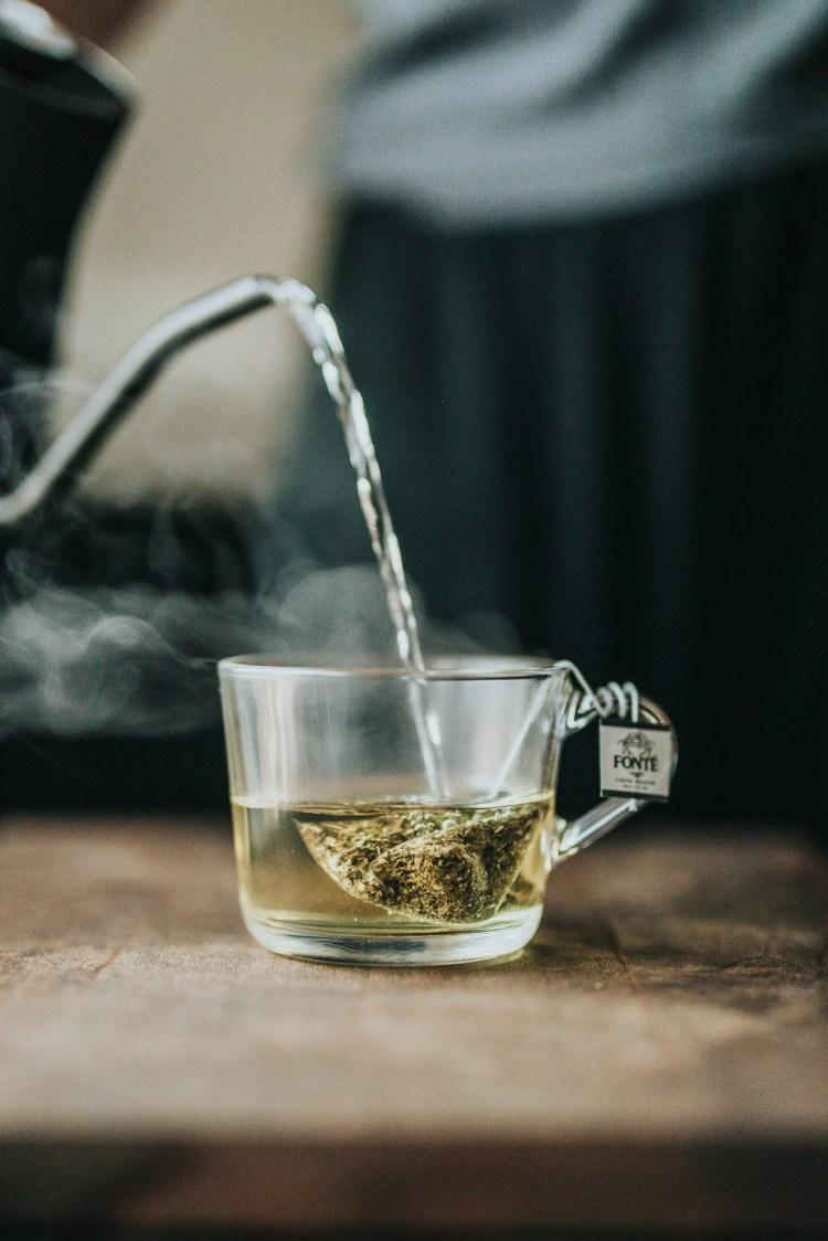 Chá verde de sachê.